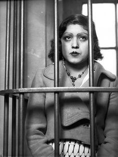 Título:  Mujer detenida en una comisaría Tema:  DETENIDOS Personajes:  0 Lugar de asunto:  México, D. F., México Fecha de asunto:  ca. 1925 Autor:  Casasola Lugar de toma:  México, D. F., México