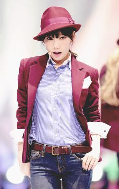 Taeyeon // Mr. Mr. Love her style!