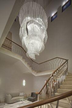 Private Villas Emirates Hills by Lasvit Luxury Chandelier, Chandelier In Living Room, Luxury Lighting, Interior Lighting, Lighting Design, Chandeliers, Interior Stairs, Interior Exterior, Apartment Interior