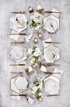 Glimmering with a dash of gold details, our marble cocktail napkins are perfect for showers, weddings, birthdays or special gatherings. They look great on desse