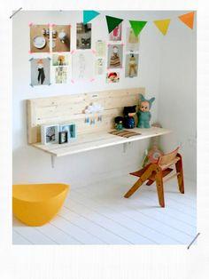 i like the wall desk- easy! i like the wall desk- easy! i like the wall desk- easy! Deco Kids, Diy Casa, Wall Desk, Shelf Desk, Wall Shelves, Wall Bench, Diy Shelving, Wooden Shelves, Kid Desk