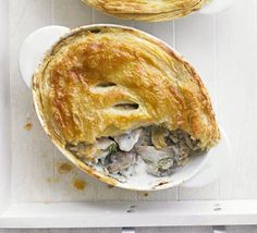 Russian chicken & mushroom pies with soured cream & dill-Packed with rice, chicken, veggies and a creamy sauce, these Russian-influenced pies are great for using up leftovers Pre Cooked Chicken, Chicken Bacon, Yum Yum Chicken, How To Cook Chicken, Bbc Good Food Recipes, Cooking Recipes, Freezable Recipes, Quick Recipes, Recipes