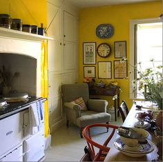 The bright yellow walls make me think of the dining room at Monticello.