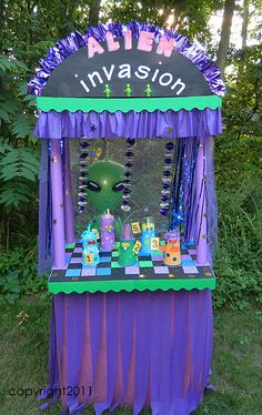 Alien Booth - kind of cute. fits better with spring than fall. somehow.