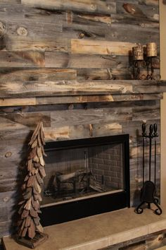 25 Accent Wall Ideas You'll Surely Wish to Try This at Home! In a living room with a focal feature, such as a fireplace, it's not a bad idea to treat the entire wall as an extension of the focal feature by turning it into an accent wall. Pallet Fireplace, Fireplace Accent Walls, Wood Fireplace Surrounds, Reclaimed Wood Fireplace, Fireplace Redo, Rustic Fireplaces, Fireplace Remodel, Brick Fireplace, Fireplace Design