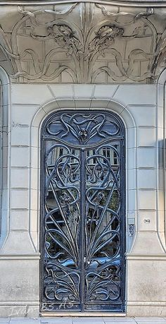 Art nouveau architecture is on display in buenos aires bueno. Mucha Art Nouveau, Azulejos Art Nouveau, Bijoux Art Nouveau, Nouveau Logo, Architecture Art Nouveau, Architecture Details, Papier Peint Art Nouveau, Muebles Estilo Art Nouveau, Art Nouveau Wallpaper