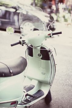 mint green vespa - want a pink one! Motos Vintage, Vw Vintage, Vintage Motorcycles, Vintage Bikes, Vespa Lambretta, Vespa Scooters, Motorcycle Manufacturers, Cool Bicycles, Peonies