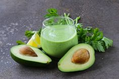 Alkaline Diet Recipe: Avocado Detox Smoothie Last time, I shared the types of alcohol that will mini Alkaline Diet Plan, Alkaline Diet Recipes, Healthy Recipes, Ketogenic Recipes, Veggie Recipes, Vegetarian Recipes, Healthy Food, Power Smoothie, Smoothie Diet
