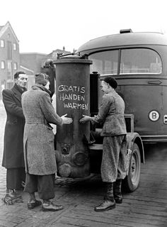 """""""Warm your hands for free"""" - ANP Historisch Archief Community - Amsterdam, Old Pictures, Old Photos, Vintage Ads, Vintage Photos, Holland, Amsterdam Travel, Hand Warmers, Time Travel, Dutch"""