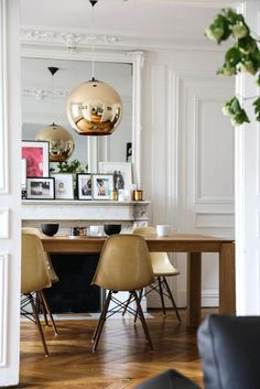 The Socialite Family   Sophistication mode chez Claire Thomson Jonville. #family #famille #paris #selfservicemagazine #selfservice #clairethomsonjonville #editorinchief #fashion #interiorlover #designlover #homedesign #inspiration #idea #diningroom #salleàmanger #paris #thesocialitefamily