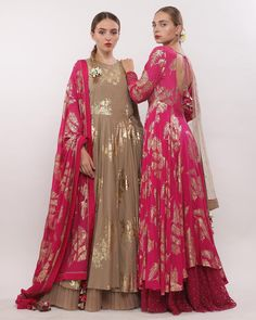 Order contact my whatsapp number 7874133176 Indian Wedding Outfits, Pakistani Outfits, Bridal Outfits, Indian Outfits, Indian Attire, Indian Ethnic Wear, Indian Designer Outfits, Designer Dresses, India Fashion