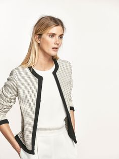 https://www.massimodutti.com/nl/en/women/coats-&-jackets/outerwear/jacquard-textured-jacket-c911125p7722557.html?colorId=712