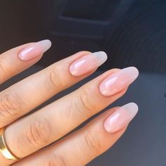 Image discovered by Margherita. Find images and videos about pretty, beauty and girls on We Heart It - the app to get lost in what you love. Aycrlic Nails, Oval Nails, Hair And Nails, Coffin Nails, Round Nails, Manicures, Best Acrylic Nails, Rounded Acrylic Nails, Natural Acrylic Nails