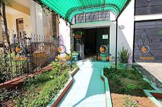 Bed & Breakfast in Havana, Cuba. La Habitacion Verde en Casa Cuba with private bathroom with shower, double bed, towels and linens included. Safe and quiet neighbourhood of Vedado, an old residential area of Havana, nearby Malecon. Very central, yet very safe and quiet!  Our room...