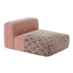 Mangas från GAN Rugs är en serie av spännande och lekfulla mattor och golvpuffar. Kollektionen är formgiven av Patricia Urquiola. Alla produkter är vävda i ull och har en baksida av bomull. Mattorna är vävda i olika mått och annorlunda former.