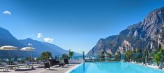 Relaxing in the pool of Hotel Kristal Palace****s at Riva del Garda. Riva Del Garda, Lake Garda, Marina Bay Sands, Places To See, Palace, Relax, Boat, Tours, Building