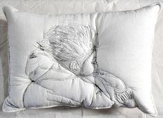 Des dormeurs brodés s'incrustent dans l'oreiller Maryam Ashkanian