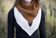 Ravelry: Jamie the Foxx pattern by Linnea Ornstein How cute is this?? Jamie the Foxx knit wrap will keep you cozy and cute this Winter! FREE on #ravelry! #knit #fox