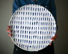 White and blue plate for cheese, sushi, cake, apple pie. Ceramic Clay, Ceramic Plates, Ceramic Pottery, Pottery Art, Pottery Painting, Ceramic Painting, Kitchenware, Tableware, Pottery Classes