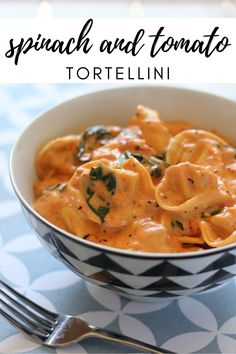 There is something comforting about a big bowl of pasta, the creamier the better! This Easy Spinach and Tomato Tortellini doesn't disappoint. Best Dinner Recipes Ever, Best Soup Recipes, Beef Recipes For Dinner, Ground Beef Recipes, Healthy Dinner Recipes, Vegetarian Recipes, Dinner Crockpot, Crockpot Recipes, Spinach And Tomato Tortellini