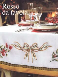 manteles de navidad Christmas Placemats, Christmas Cushions, Christmas Table Decorations, Christmas Crafts, Cross Stitching, Cross Stitch Embroidery, Lace Beadwork, Cross Stitch Books, Vintage Tablecloths