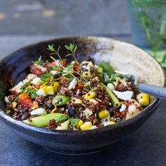 Southwestern Quinoa Scramble is a delicious one bowl meal with a spicy Harissa sauce. Vegetarian and vegan too.