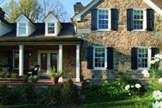 I love stone houses!