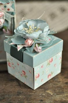 Pretty Wrap Idea For Yor Presents :- AwesomeLifestyleFashion Magic Box, Diy Gift Box, Diy Gifts, Boxes For Gifts, Boite Explosive, Exploding Gift Box, Scrapbook Box, Creative Gift Wrapping, Altered Boxes