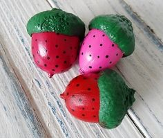 Acorns are so versatile for crafting--and they're free, too! Paint one to look like a strawberry and use them as gift toppers, knick knacks, or decorations for your kitchen. These acorn crafts are simple and perfect for summer.