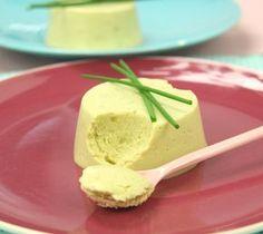 Flan de petits pois au chèvre frais, dès 10 mois - Envie de bien manger. Plus de recettes pour bébé sur www.enviedebienmanger.fr/idees-recettes/recettes-pour-bebe