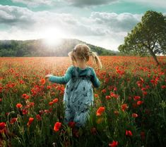 Into the Poppies. Tutorial by John Wilhelm. One weekend we walked with grandmother, grandfather and our two daughters through the stunning landscape of the Weinland — a beautiful region in the north of Switzerland.