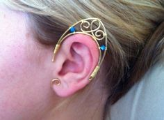 """Thought of Christine Anderson.This tutorial shows how to do step by step the basic structure of elf ears. The """"decoration"""" of this jewel with beads, crystals and wire is left at your discretion. Wire Wrapped Jewelry, Wire Jewelry, Jewelry Crafts, Jewelry Art, Jewelery, Jewelry Accessories, Handmade Jewelry, Unique Jewelry, Wire Earrings"""