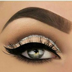Beautiful nude cat eye w/ a golden glitter accent #MakeupBeauty #MakeupInspo