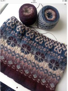 Wunderschöner Fair Isle Pullover mit zwei Kugeln aus buntem Garn – Stricken Ide… Beautiful fair isle sweater with two balls of colorful yarn – knitting ideas Tejido Fair Isle, Punto Fair Isle, Motif Fair Isle, Fair Isle Pattern, Baby Knitting Patterns, Knitting Stitches, Knitting Yarn, Hand Knitting, Vintage Knitting