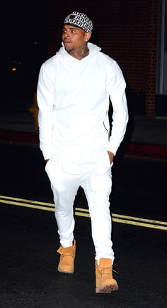 Chris Brown's style is very nice and clean, he can also dress up or down looking great in everything! Chris Brown Fotos, Chris Brown X, Chris Brown Style, Breezy Chris Brown, Just Beautiful Men, Beautiful Men Faces, Men Looks, Chris Brown Outfits, Chris Brown Fashion