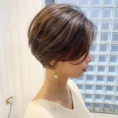 ショートボブの匠 / 山内 大成 /表参道 #2wayパーマさんはInstagramを利用しています:「【人気No.1】⭐️丸みショートグラデーションボブ❣️ ・ ちなみに丸みショートグラデーションボブを作ったのは僕です✨☺️ ・ 最近はマネして頂けるようになってきましたが、マネじゃない本当の技術を提供致します❣️ ・ ・ ご覧頂きありがとうございます😊 Ramie…」 Medium Short Hair, Short Hair Cuts, Medium Hair Styles, Short Hair Styles, Asian Bob Haircut, Modern Bob Hairstyles, Layered Bob Haircuts, Corte Y Color, Hair Color For Women