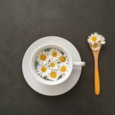 Tea time never look so cheerful! Thank you for sharing to 🌼 Home Room Design, Tea Time, Daisy, Fruit, Yellow, Sunflowers, Tableware, Photography, Touch