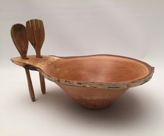 Although abowl is just an open-topped container,there is more to a bowl than just its function. An infinite variety of possible shapes, but far fewer really good ones. A turner's work tends…