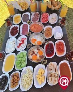 """Köy Kahvaltısı - Lagün Mangalbaşı & Cafe /İstanbul ( Avcılar ) Çalışma Saatleri 09:00-03:00 0 212 676 62 62 35/ Kişi Başı Alkollü Mekan Paket Servis Yok Multinet Setcard Ticket Sodexo Yok Açık Alan Var Çocuk Oyun Alanı Var Vale Parking Var DAHA FAZLASI İÇİN YOUTUBE """"YEMEK NEREDE YENİR"""" ABONE OL Görseldeki ürün 4 kişilik olup tercihen menemen veya sahanda yumurta ve sınırsız çay ile servis edilmektedir. Portakal suyu dahil değildir. İşletmede kahvaltı servisi 16:00'a kadar devam etmektedir."""
