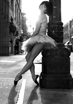 Ballet in the street and white photography Dance Like No One Is Watching, Just Dance, Ballet Photography, White Photography, Street Photography, Photography Ideas, Fashion Photography, Mode Glamour, Behind Blue Eyes