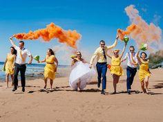 casamento-fumaça-colorida-praia