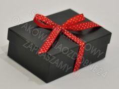 Czarne błyszczące pudełko ozdobne 15x10x5 cm   wstążka w grochy. Pudełka ozdobne w różnych kolorach. Eleganckie pudełko na prezent. Decorative Boxes, Container, Gift Wrapping, Gifts, Gift Wrapping Paper, Presents, Wrapping Gifts, Gift Packaging, Gifs