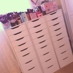 Makeup Storage, now i dont think i wilk ever have this much makeup to store at a time, but.i could use it for jewelry also