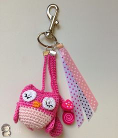 The crochet keychains an adorable detail for everything - Arthur Marlow Crochet Owls, Love Crochet, Crochet Animals, Crochet Flowers, Crochet Patterns, Crochet Keychain, Tassel Keychain, Cute Crafts, Diy And Crafts