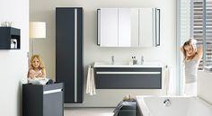 Een moderne familie badkamer.