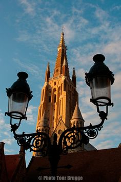 Photo Tour Brugge Photos - A Bruges photo gallery by your guide Andy McSweeney - Church of Our Lady (with Lamp)