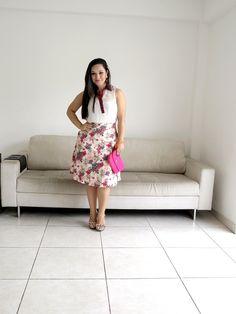 Look no estilo Lady Like no blog. #lookdodia #ladylike #blogueirafashion  CLIQUE PRA CONFERIR: http://www.vestidoetenis.com/2015/05/o-look-da-pri-midi-floral.html