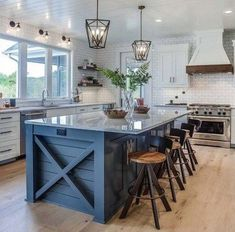 This charming modern eclectic farmhouse was designed by interiors studio CVI Design, located in Hudsonville, a city in Ottawa County, Michigan.Modern eclectic farmhouse with delightful design features in Michigan Modern Farmhouse Kitchens, Farmhouse Kitchen Decor, Home Decor Kitchen, Kitchen Interior, New Kitchen, Home Kitchens, Rustic Farmhouse, Italian Farmhouse, Farmhouse Ideas
