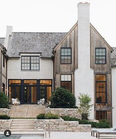 Crushin hard on this exterior. I love the exterior material mix! Café Exterior, Design Exterior, Dream House Exterior, House Ideas Exterior, Big Houses Exterior, Simple House Exterior, Home Styles Exterior, Building Exterior, Building Design