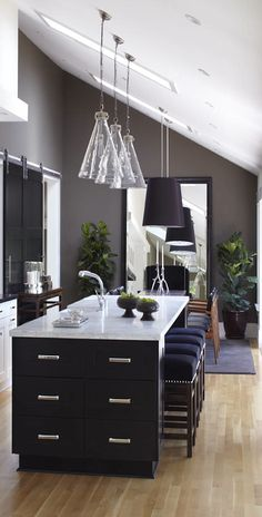 Unique Kitchen Lighting Design in Your House: Unique Transitional Kitchen Lighting Design With Stylish Lamp Decoration Ideas For Home Inspir. New Kitchen, Kitchen Dining, Kitchen Decor, Kitchen Ideas, Kitchen Layout, Awesome Kitchen, Kitchen Modern, Kitchen Inspiration, Walnut Kitchen